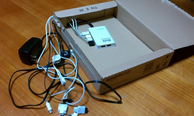 Photos: amazon の箱にUSBハブつっこんだだけ、の中身