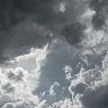 写真: 雲の彼方に