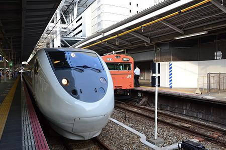 681系0番台×103系@大阪駅[8/11]