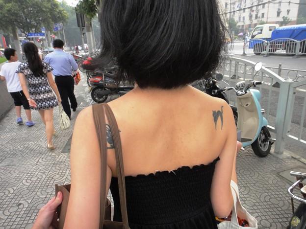 肩に刺青小姐