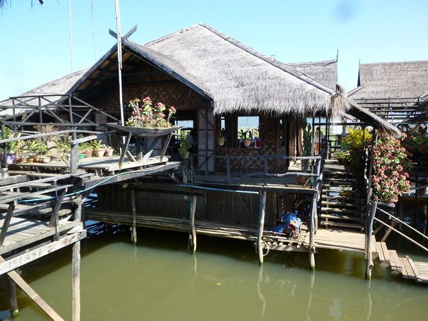 インレー湖上のレストラン