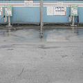 雨の洗車場