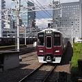 梅田駅に入線する阪急9300系