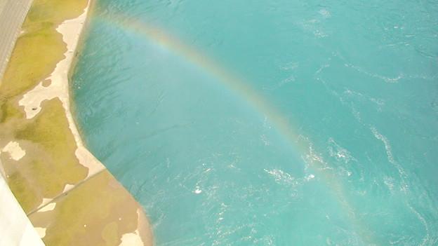 虹がずっと出ている