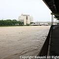 写真: 増水した紫川