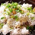 写真: しらすご飯の練り梅のせ
