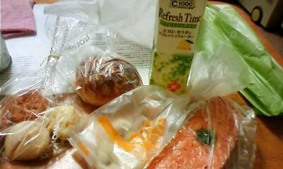 写真: パンを購入