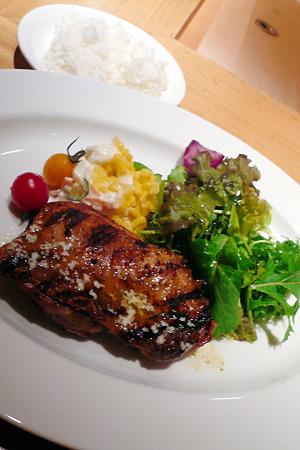丸の内・ローストチキンハウス 丸の内店/鶏もも肉のグリルランチ ガーリックバターソース 1000円