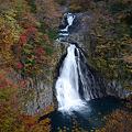 錦色の法体の滝