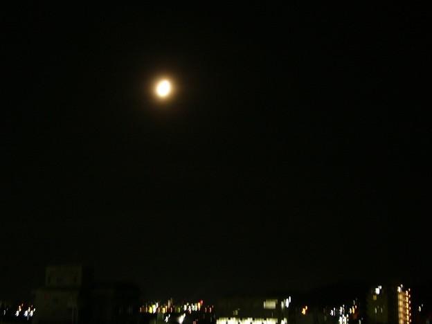 モヤッと月。