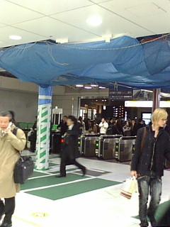大崎駅西口改札コンコース工事風景