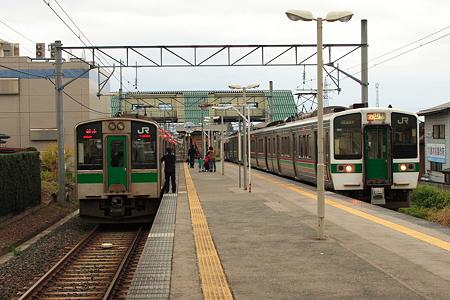 山形線と仙山線の羽前千歳駅待ち風景