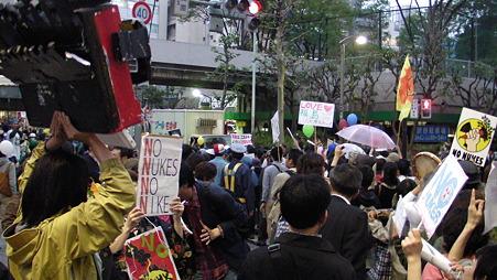 渋谷 原発やめろデモ 20110507 (37)