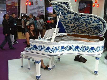 陶器製ピアノ