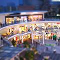 写真: ミニチュアなショッピングモール