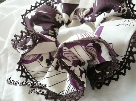 レースの縁飾りシュシュ 紫にお花 1