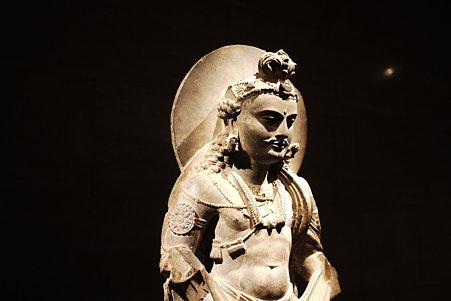 2010.11.15 東京国立博物館 仏像の道-インドから日本へ 菩薩立像-1 ガンダーラ