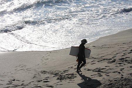 2010.11.29 鎌倉 七里ヶ浜 ボディボーダー帰宅