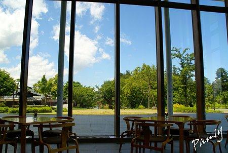 上杉伯爵邸を眺めるカフェ・・