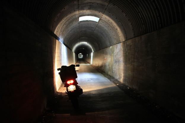 写真: 100516-67九州ロングツーリング・開聞岳一周道路のトンネル