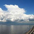 写真: 入道雲とアクアライン