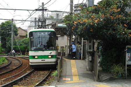 ビワ実る駅