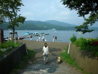湖畔に行こう